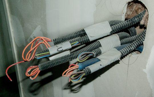 Jak działają przekaźniki elektromagnetyczne