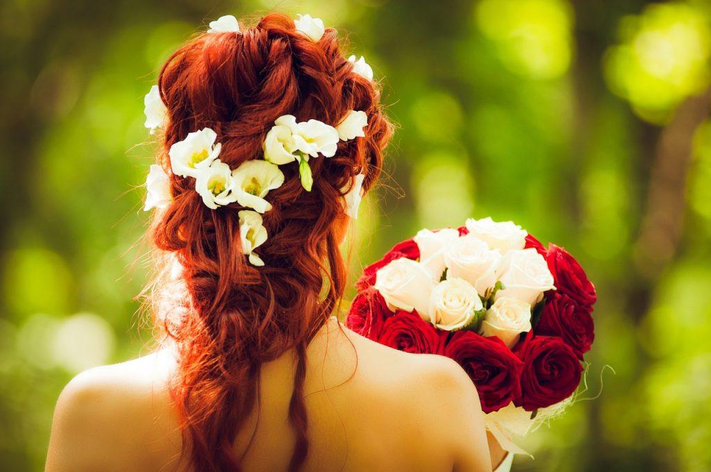 Na co zwracać uwagę wybierając biustonosz ślubny?