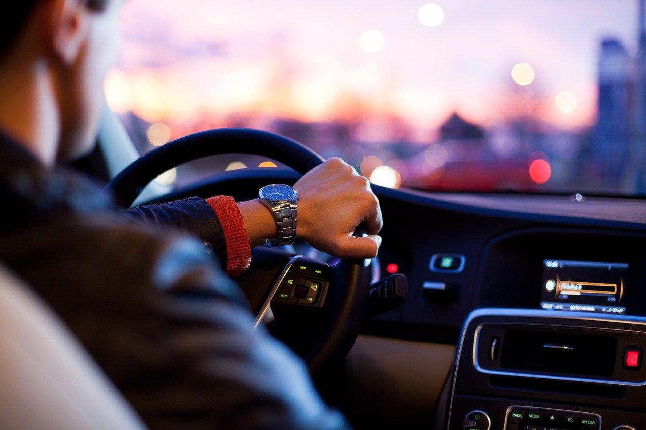 Dlaczego warto wypożyczyć samochód?