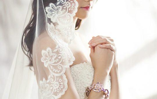 Wybierzmy odpowiedni biustonosz ślubny